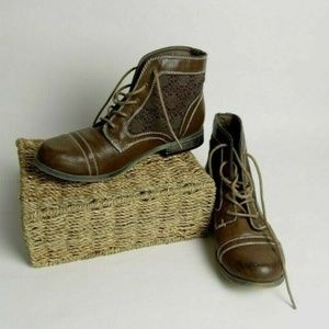 XOXO Brown Lace Up Boots Shoes Size 8